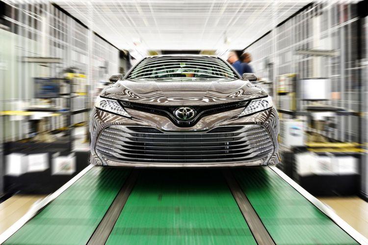 Toyota Mulai Produksi Camry Baru