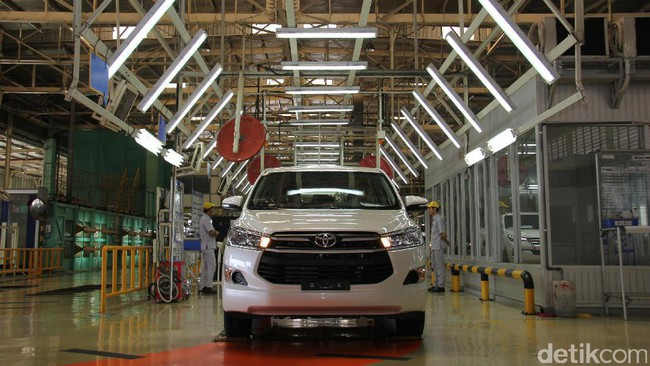 Toyota: Dubai Minta Innova Hybrid