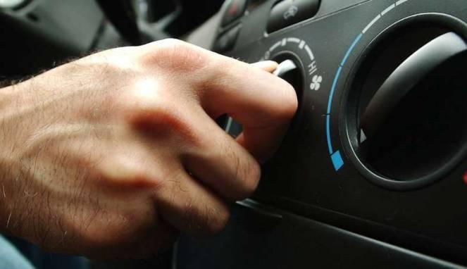 Tips Sederhana Atasi Bau Tak Sedap AC Mobil