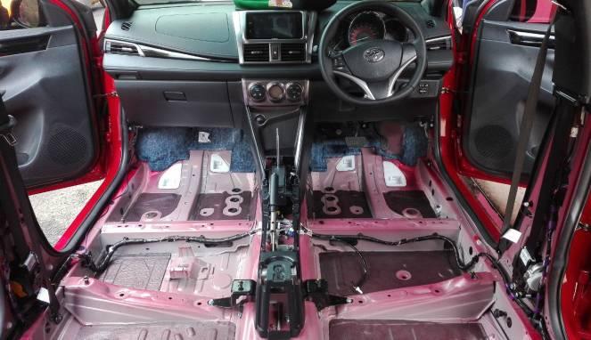Trik Hilangkan Bau Apek di Mobil ala Bengkel