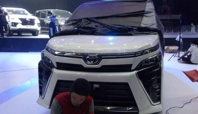 Toyota Umumkan Harga 'Alphard' Versi Murah, Hanya Rp446 Juta