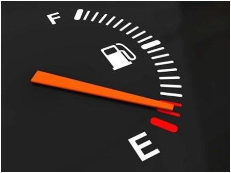 Perhatikan BBM Mobil Yang Hampir Kosong