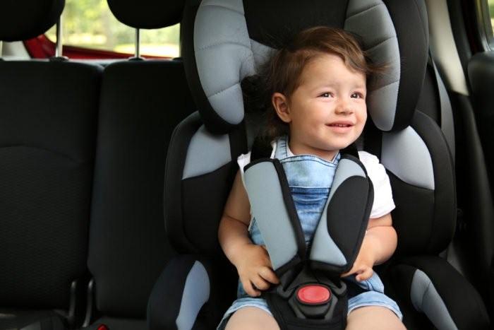 Bahaya Berkendara dengan Anak di Jok Depan Mobil