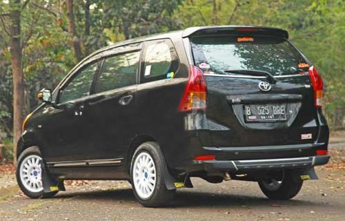 Modifikasi Mobil Avanza dengan Gaya Rally
