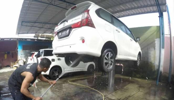 Trik Rawat Mobil Warna Putih Agar Tak Gampang Kusam