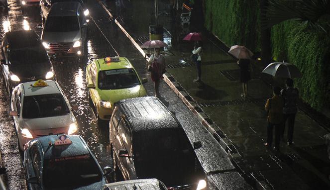 Musim Hujan, Empat Komponen Mobil Ini Butuh Perhatian Khusus