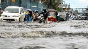Hati - Hati Kendarai Mobil di Musim Hujan, Jangan Asal Melibas Banjir