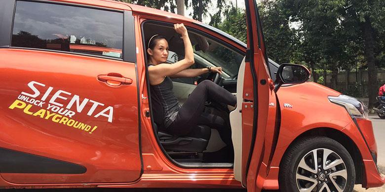 Ibu Muda Butuh Kabin Mobil yang Lapang