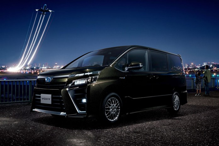 Toyota Voxy 2017 Disegarkan Sebelum ke Indonesia